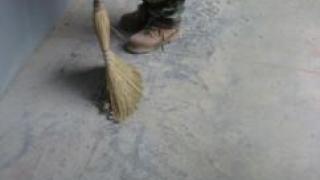 Чем дешево и быстро обеспылить бетон