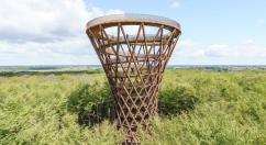 В датском лесу построили смотровую башню в форме песочных часов