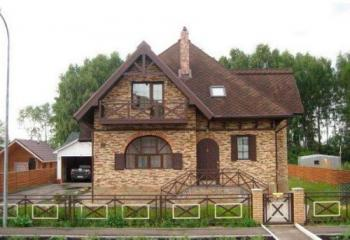 Облицовка фасада деревянного дома камнем